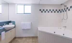 img_6726-room-1014-bathroom-2